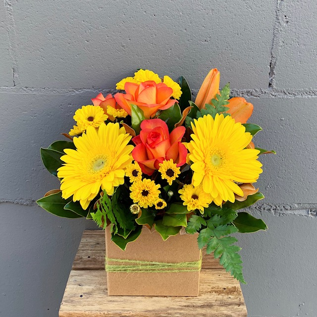 Florist Varsity lakes fast delivery friendly service yellow arrengement